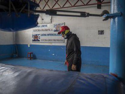 Alejados ya de los años de gloria y gran fama, los combatientes de mayor edad afrontan la vejez con enormes secuelas físicas y rodeados del olvido. Estos son los casos de cinco luchadores mexicanos