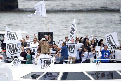 Bob Geldof (c) campaigns against Brexit on the Thames.