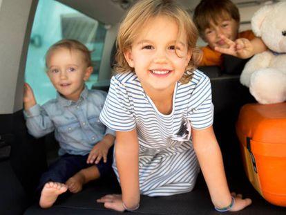 12 accesorios para viajar en coche con niños durante las vacaciones de verano