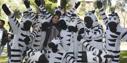 Kathia Salazar (en el centro) es conocida como 'mamá cebra', pues es el alma del proyecto. Hoy es concejala del Ayuntamiento.