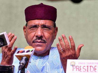 Mohamed Bazoum, en un acto político en Niamey pasado 23 de febrero tras ser elegido nuevo presidente de Níger.