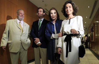 De izquierda a derecha, José Luis Balbín, José Bono, Nuria Espert y Paloma Segrelles, en la presentación del libro 'Tal como somos'.