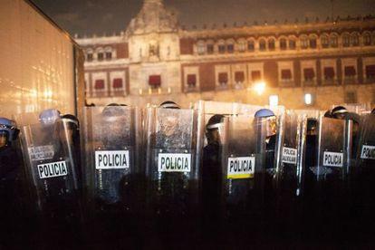 Cordón policial durante la manifestación del 20 de noviembre