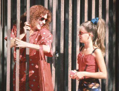 Manuela Velasco y Carmen Maura, hija y madre en 'La ley del deseo'.