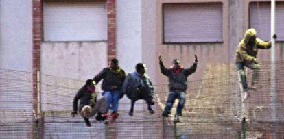 Cinco inmigrantes saltan el día 28 la valla de Melilla.