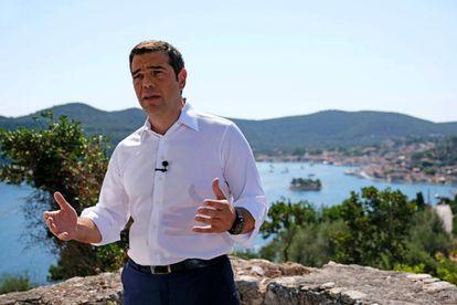 El primer ministro griego, Alexis Tsipras, en un mensaje televisado al país desde la isla de Itaca.