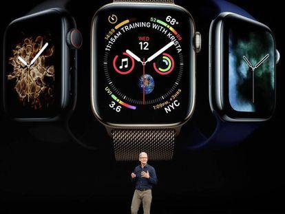El presidente de Apple, Tim Cook, presenta el renovado diseño del Apple Watch 4. (Marcio Jose Sanchez AP)