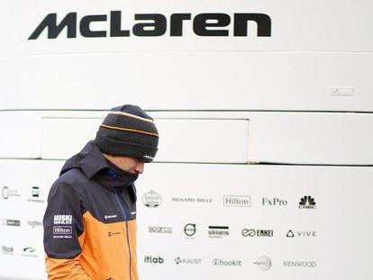 El piloto Lando Norris, en el box de McLaren.