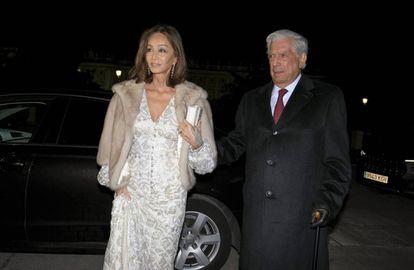 Isabel Preysler y Mario Vargas Llosa llegan al Teatro Real de Madrid el pasado 13 de noviembre.