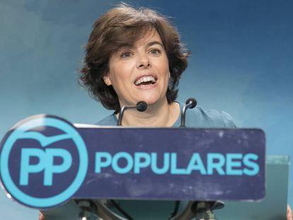 Soraya Sáenz de Santamaría, durante su comparecencia de anoche en la sede del PP.