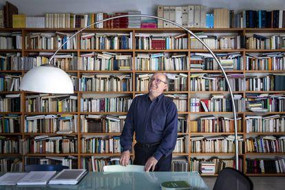 El catedrático de Filosofía, José Luis Villacañas, en su casa de Bétera (Valencia).
