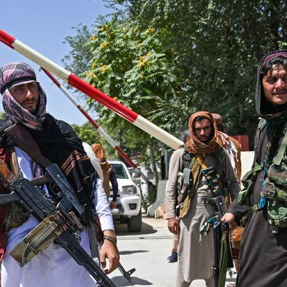 Taliban fighters stand guard along a roadside near the Zanbaq Square in Kabul on August 16, 2021, after a stunningly swift end to Afghanistan's 20-year war, as thousands of people mobbed the city's airport trying to flee the group's feared hardline brand of Islamist rule. (Photo by Wakil Kohsar / AFP)