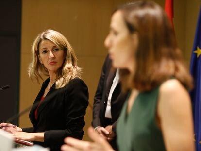 La vicepresidenta tercera del Gobierno, Yolanda Díaz (izquierda), y la ministra de Derechos Sociales y Agenda 2030, Ione Belarra, el pasado julio en Madrid.