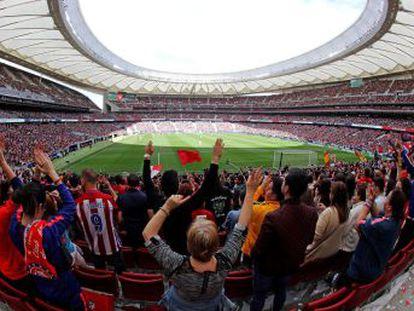 El Wanda Metropolitano se abarrota con 60.739 espectadores, récord internacional absoluto de un encuentro femenino entre clubes. El Barça gana y se sitúa a tres puntos del Atlético en la Liga