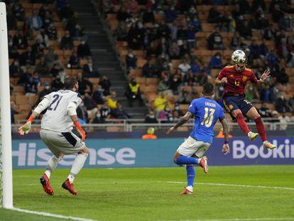 Ferran Torres marca su segundo gol a Italia en San Siro.