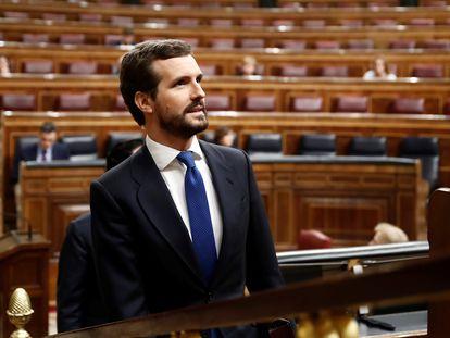 El líder del PP sube a la tribuna del Congreso ante la presencia de Sánchez, este miércoles.