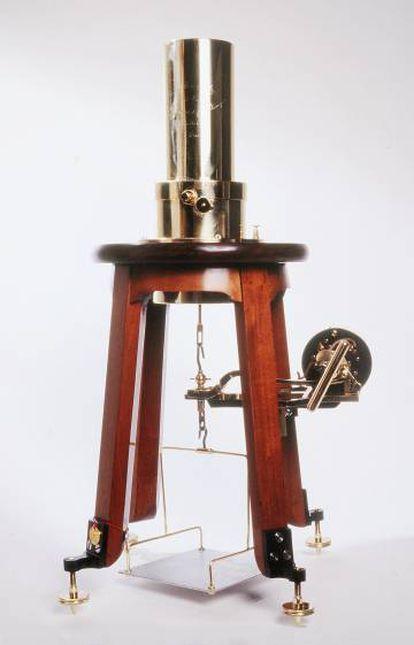 Cuarzo piezo-eléctrico diseñado por Pierre Curie.