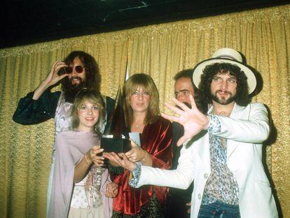 Los cinco componentes de Fleetwood Mac posan en los American Music Awards de 1978. De izquierda a derecha: Mick Fleetwood, Stevie Nicks, Christine McVie, John McVie y Lindsey Buckingham.