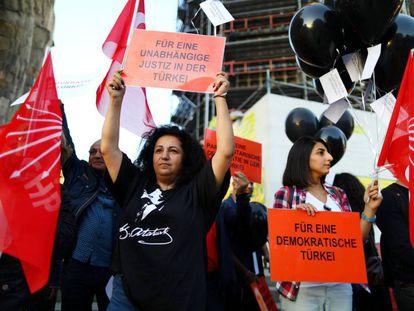 Manifestación por la democracia en Turquía durante la visita del presidente Erdogan a Alemania, el 28 de septiembre.