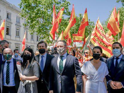 La cúpula de Vox, con Santiago Abascal al frente, este jueves ante el Tribunal Supremo para presentar los recursos contra los indultos.
