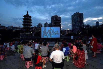 Cine al aire libre en Wuhan el pasado 11 de julio.