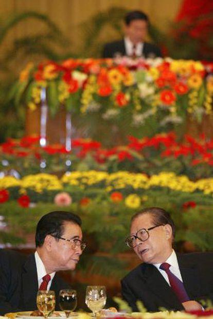 Yiang Zemin (derecha), en una imagen de 2002.