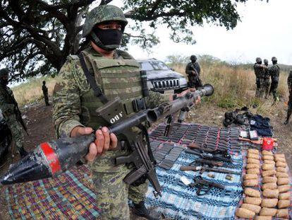 Operación militar contra el tráfico de armas cerca de Veracruz.