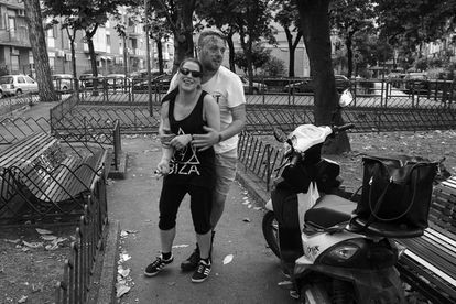 El abuso de la coca por parte de El Polaco fue el motivo por el que su novia Giusy (junto a él a la derecha), le abandonó 20 días después de nacer su hija.