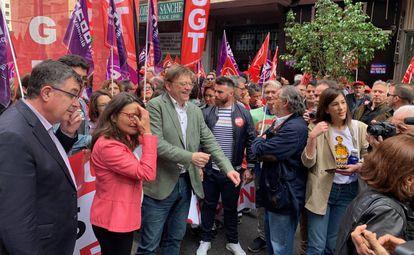 Mónica Oltra y Ximo Puig, juntos por primera vez tras las elecciones del domingo, en la manifestación del Primero de Mayo en Valencia.