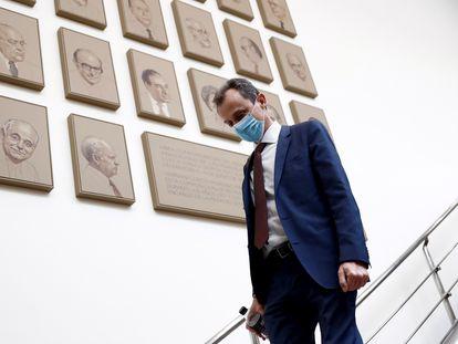 El ministro de Ciencia e Innovación, Pedro Duque, a su llegada a la Comisión de Ciencia, Innovación y Universidades del Senado el pasado mayo.