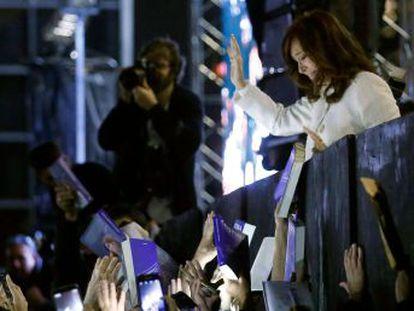La expresidenta de Argentina reúne a miles de personas en la Feria del Libro de Buenos Aires para la presentación de  Sinceramente , su libro de memorias