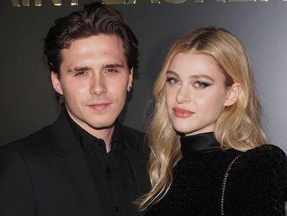 Brooklyn Beckham y Nicole Peltz, en la semana de la moda de París, en febrero.