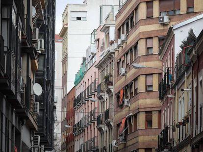 Edificios en la calle García de Paredes, en Chamberí, donde la socimi Almagro Capital ha comprado dos pisos de renta antigua.