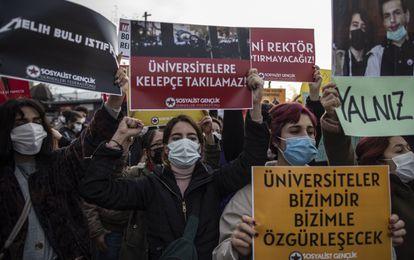 Estudiantes turcos se manifiestan en Estambul el pasado día 6 contra la imposición de un nuevo rector en la Universidad del Bósforo.