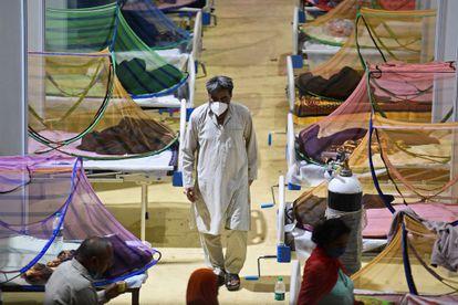 Pacientes con Covid-19 en un hospital de India, este domingo.