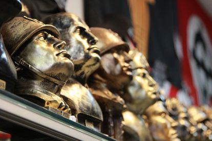 Imaginería en recuerdo de Mussolini en una tienda de Predappio.