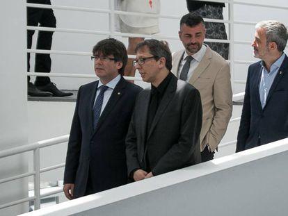 Carles Puigdemont y Ferran Barenblit, seguido de Santi Vila y Jaume Collboni durante la celebración de los 30 años de la Fundación Macba.