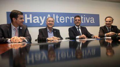 Juan Manuel Urtubey (izq.), Juan Schiaretti, Sergio Massa y Miguel Angel Pichetto, durante la reunión de Alternativa Federal realizada el miércoles en Buenos Aires