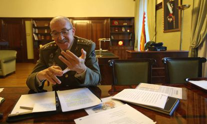 El jefe del Estado Mayor de la Defensa, general Fernando Alejandre, durante la entrevista.