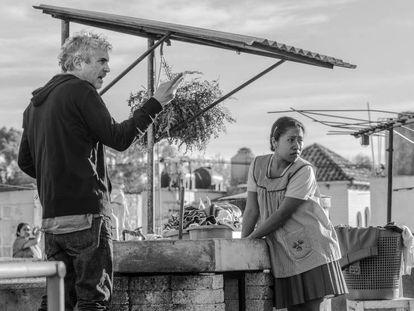 Alfonso Cuarón, en el rodaje de 'Roma'. En vídeo, estas son las películas favoritas para los Oscar 2019.