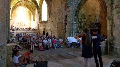 Concierto organizado dentro del monasterio de Santa María de Rioseco en el año 2017.