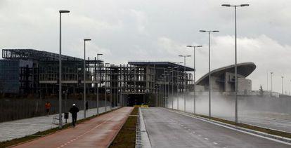 Las obras del Centro Acuático (a la izquierda) y del estadio olímpico de La Peineta, el pasado mes de marzo.