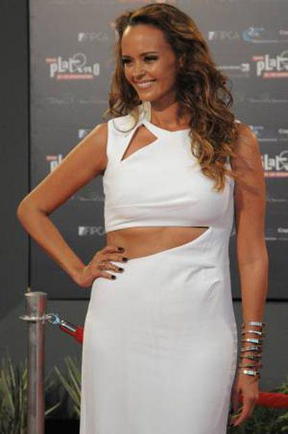 La cantante española Shaila Dúrcal posa a su llegada para los Premios Platino del Cine Iberoamericano en el teatro Anayansi de Ciudad de Panamá (Panamá).