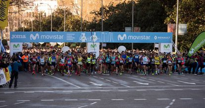 Salida desde el Paseo del Prado de la Media Maratón de Madrid.