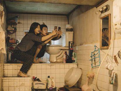 Fotograma de la película 'Parásitos', de Bong Joon-ho. En vídeo, las claves que han hecho a la película hacer historia.