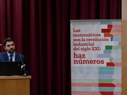 Diego Vizcaíno, en la Universidad de Sevilla durante la presentación del informe sobre el impacto socioeconómico de las Matemáticas.