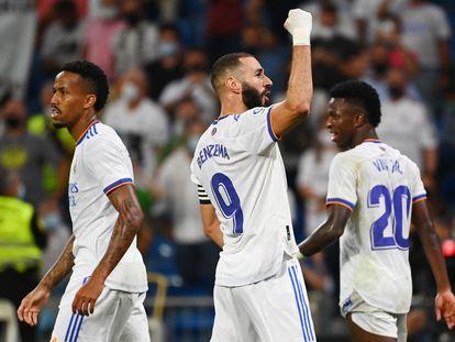 Benzema celebra su tercer gol y el quinto del Real Madrid contra el Celta de Vigo.