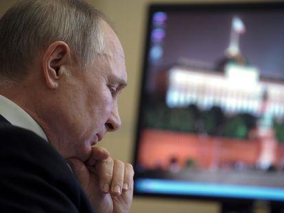 El presidente ruso, Vladimir Putin, en una videoconferencia con su Gabinete este jueves en Moscú.