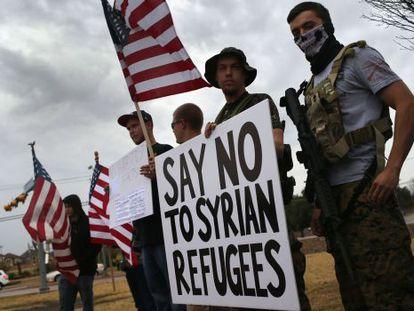 Protesta frente a una mezquita en Texas esta semana
