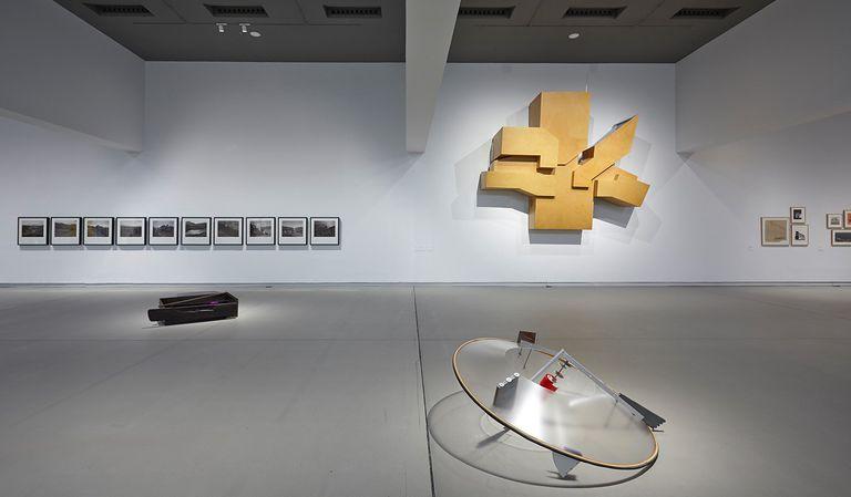 Obras de la exposición 'Zeru bat, hamaika bide', en Artium (Vitoria).